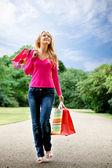 Mujer con bolsas de papel — Foto de Stock