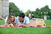 Couple at a picnic — Stock Photo