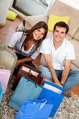 Paar zu hause einkaufen — Stockfoto