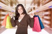 Girl in a shopping center — 图库照片