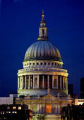 St pauls cathedral at night — Stock Photo