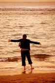 Girl by the beach having fun — Stock Photo