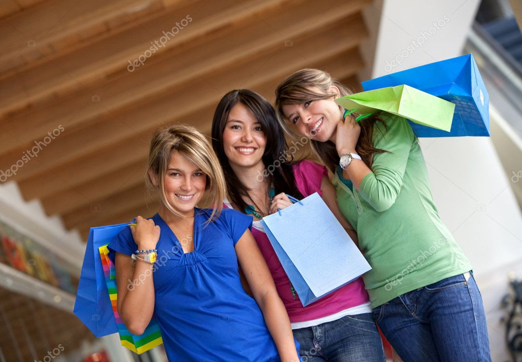 Group of women shopping in a mall with some bags — Stock Photo #7742433