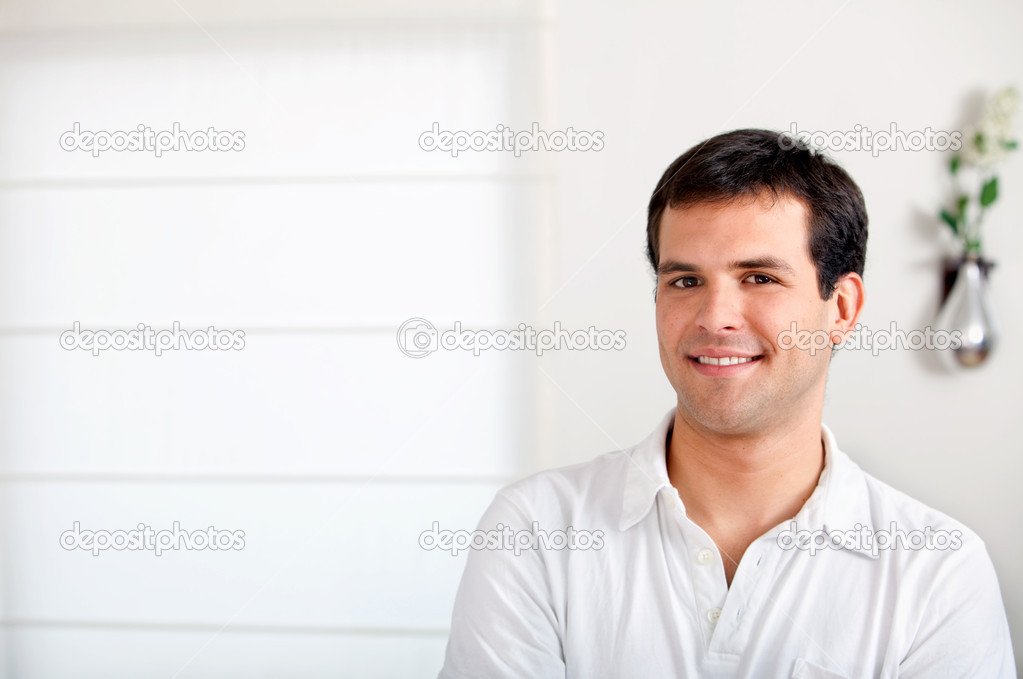 Casual portrait of a happy man smiling — Stock Photo #7743241