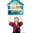 Casual girl lifting a piggyhouse — Stockfoto