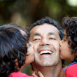Foto Stock: Boys kissing their father