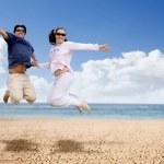par divirtiéndose en la playa — Foto de Stock   #7753849