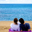 Romantic couple relaxing at the beach — Stock Photo