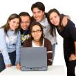 Grupo de estudiantes en un ordenador portátil — Foto de Stock   #7753944