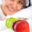 Foto Stock: Healthy girl eating apples