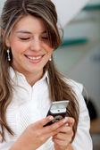 Mensagens de mulher de negócios — Fotografia Stock