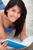 Piękna kobieta studia — Zdjęcie stockowe