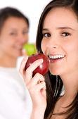 Healthy girl eating an apple — Stock Photo
