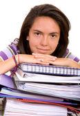 Avslappnad kvinnlig student med bärbara datorer — Stockfoto
