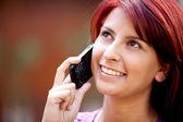Flicka på telefonen — Stockfoto