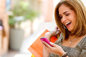 Shopping woman texting — Stock Photo
