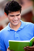 Studente maschio sorridente — Foto Stock