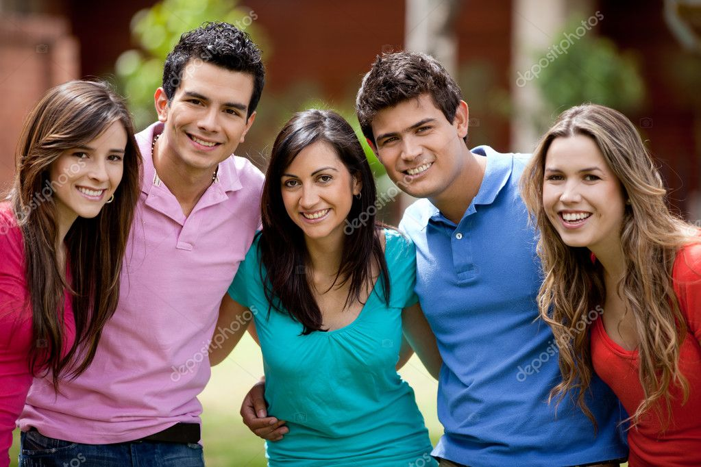 Happy group of casual friends smiling outdoors — Foto Stock #7755842