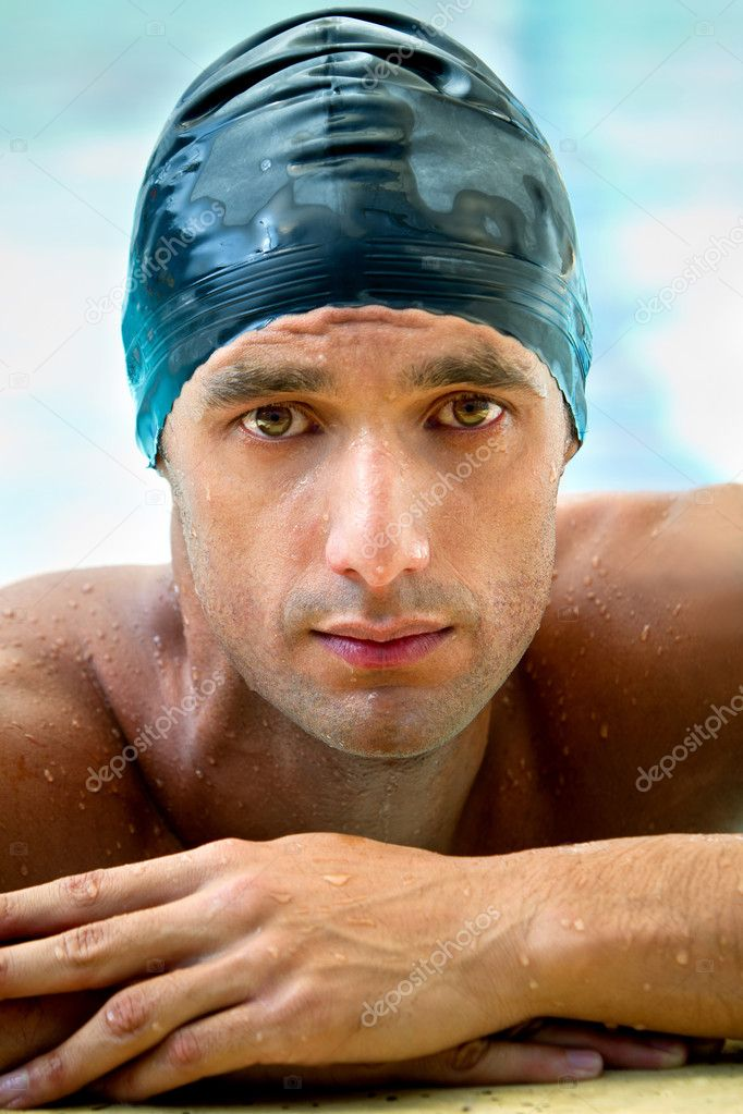 Male swimmer wearing a swimming hat at the pool — Stock Photo #7756014