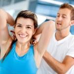 mujer de gimnasio con su entrenador — Foto de Stock   #7764104