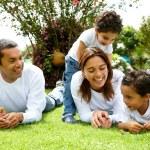 familia sonriendo — Foto de Stock