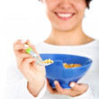 Woman eating cereal — Stockfoto