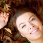 Beautiful autumn woman portrait smiling — Stock Photo #7768325