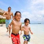 Happy family on vacation — Stock Photo