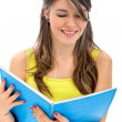 Student reading a book — Stockfoto