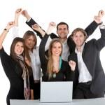 Бизнес-группы с ноутбуком — Стоковое фото