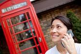 Frau am telefon — Stockfoto