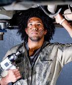Mechanik v garáži — Stock fotografie