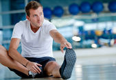 Man stretching — Stockfoto