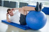 Gym man doing abs — Stock Photo