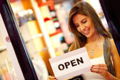 Woman opening a retail store — Stockfoto