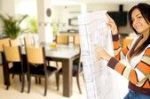 девушка косметический ремонт дома — Стоковое фото