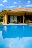 Holiday home with a pool — Stock Photo