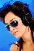 Donna, ascolto di musica — Foto Stock