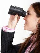 Obchodní žena s dalekohledem — Stock fotografie