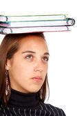 Studente con libri sulla sua testa — Foto Stock