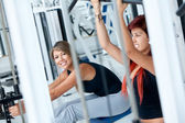 Women at the gym exercising — Stockfoto
