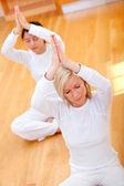 Mulheres praticando ioga — Foto Stock