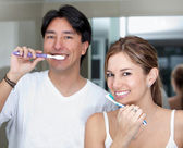 Couple brushing their teeth — Stock Photo