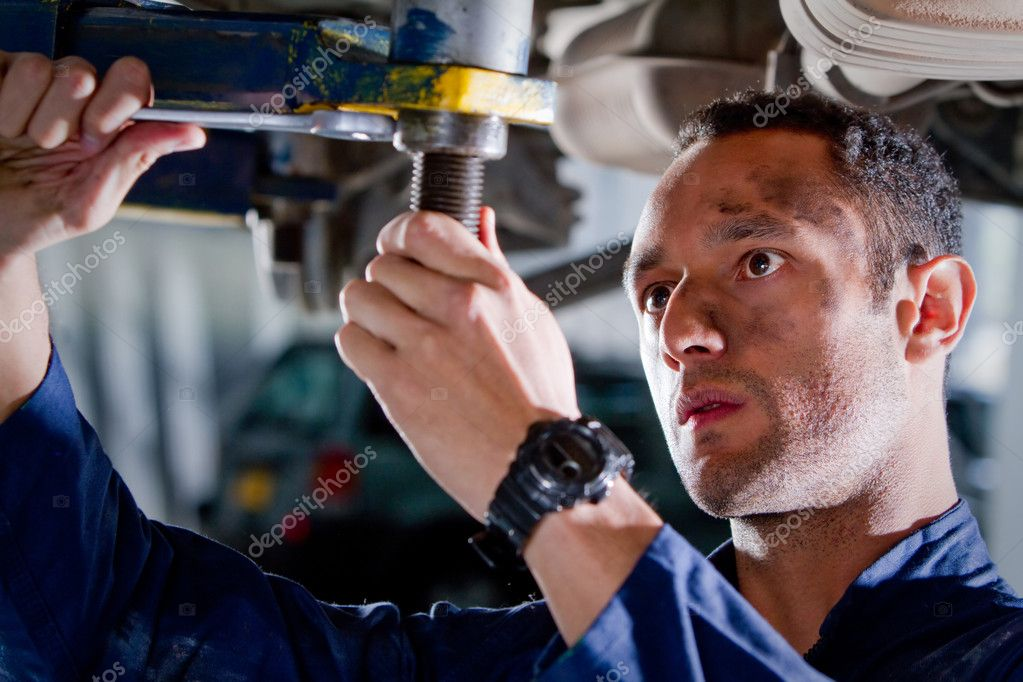 Mechanic fixing a car at the garage — Stock Photo #7761767