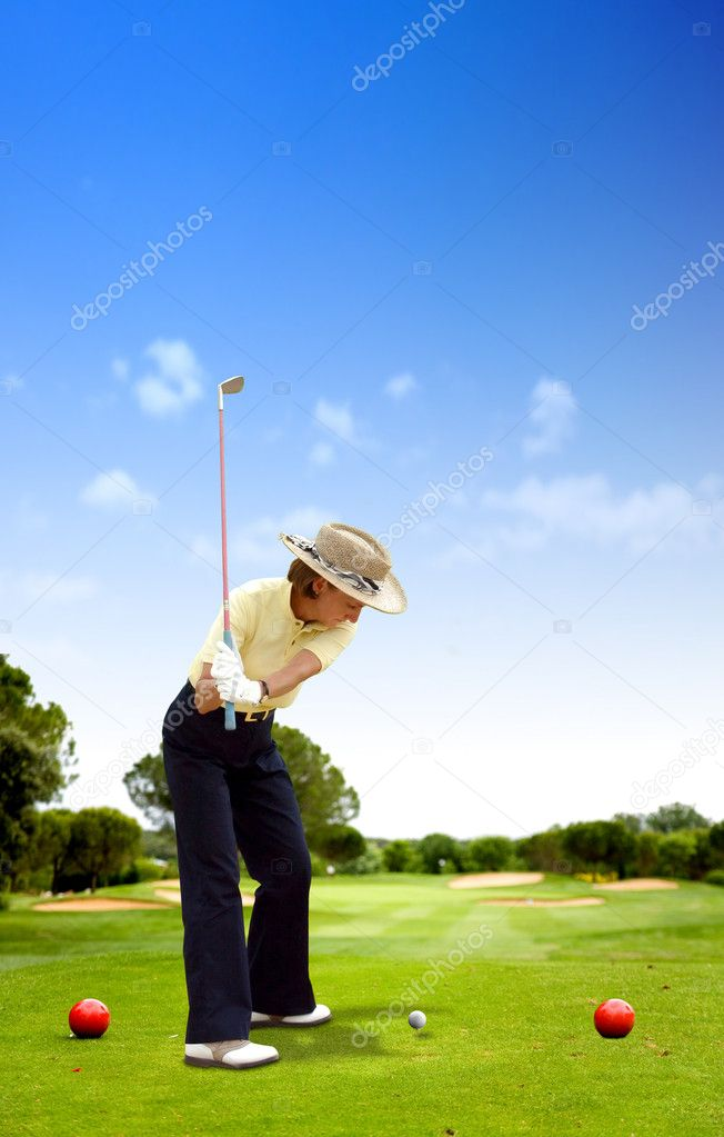 Female golfer playing on a golf course on a sunny day — Stock Photo #7764902