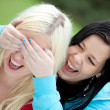 Stockfoto: Womsurprising her friend