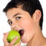 Kid eating an apple — Stock Photo