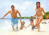 Lycklig familj på semester — Stockfoto