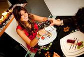 カップルでロマンチックなディナー — ストック写真