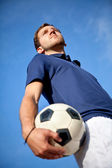 Man with a football — Stockfoto